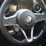 TEZZO STYLE カーボン調ABS ステアリングスポークカバー for アルファロメオ ジュリアを販売
